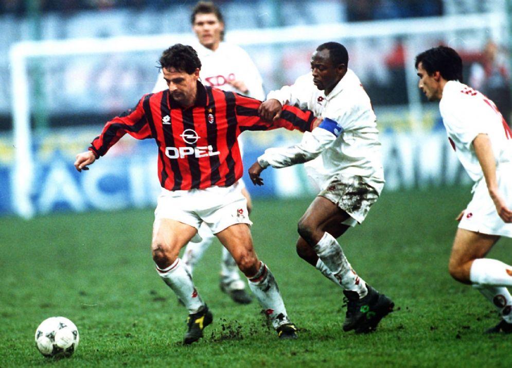 Roberto Baggio, 51 anni, ha giocato nel Milan dal 1995 al 1997 vincendo uno scudetto