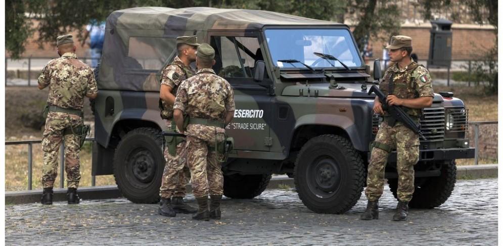 Militari in servizio a Roma.
