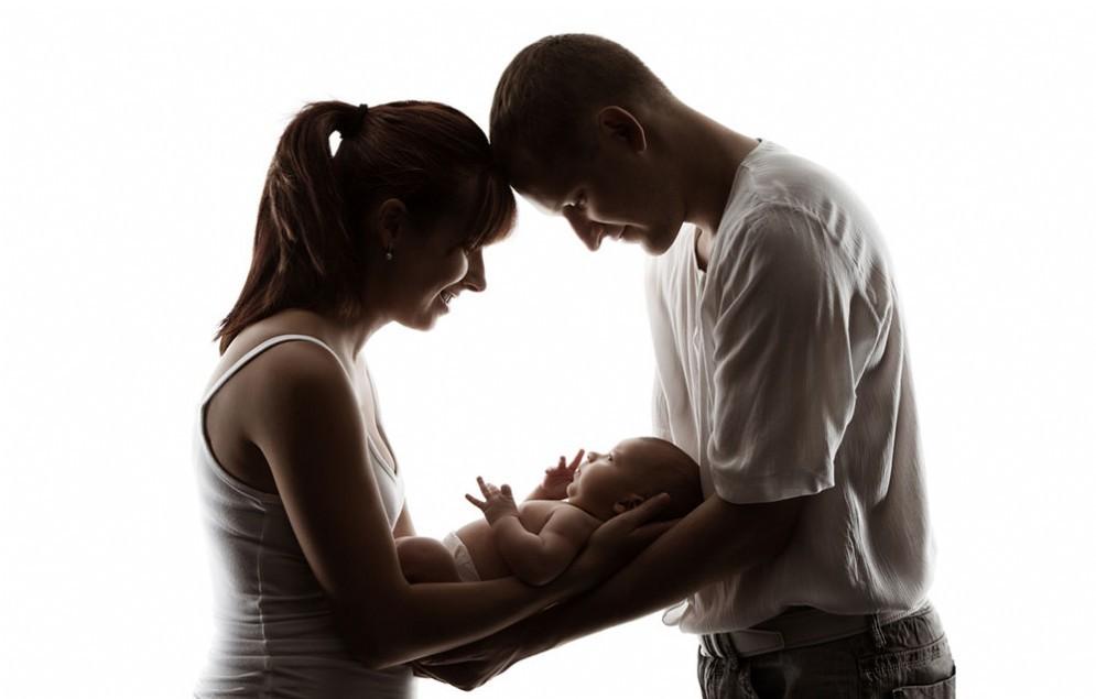 Risolto il mistero della coppia bianca partorisce una bimba di colore