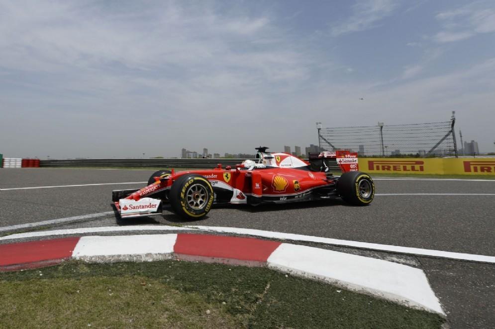 Sebastian Vettel in azione a Shanghai