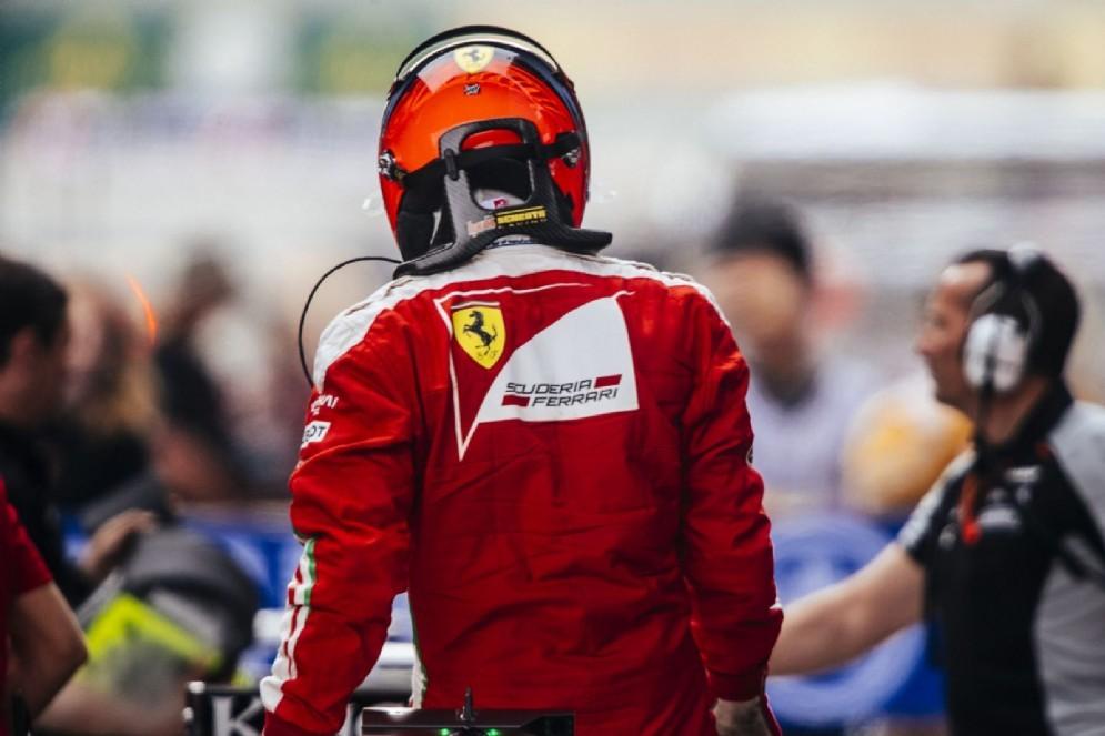 Kimi Raikkonen in corsia box dopo le qualifiche