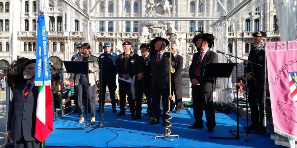 La cerimonia in piazza Unità
