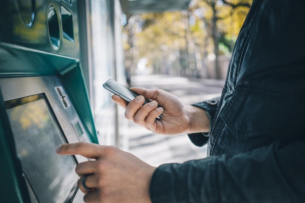 Perché è così facile hackerare un bancomat