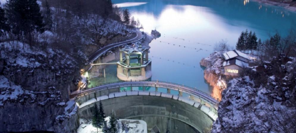 Dolomiti friulane, scenario naturale dal lago di Barcis