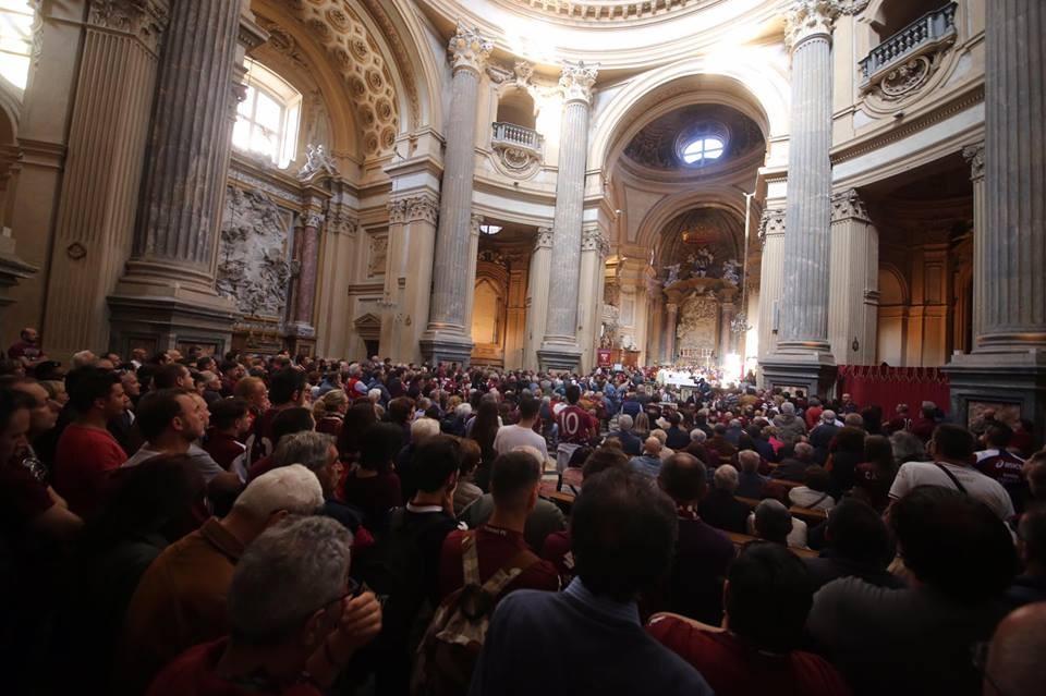 Il popolo granata affolla la Basilica di Superga