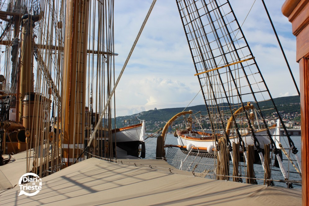 Il veliero Vespucci ormeggiato a Trieste