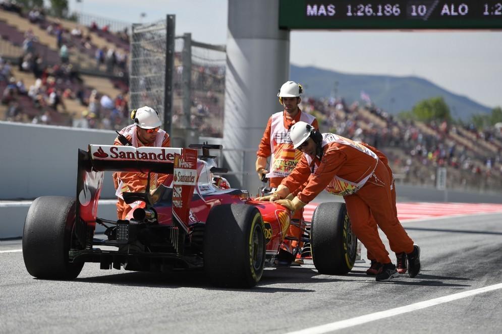 La Ferrari di Kimi Raikkonen in corsia box