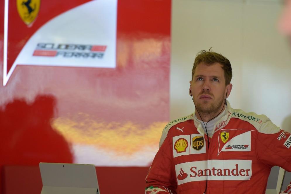 Vettel deluso ai box