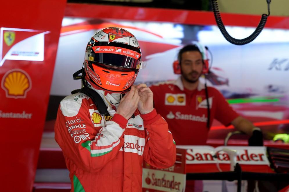 Kimi Raikkonen nel suo garage