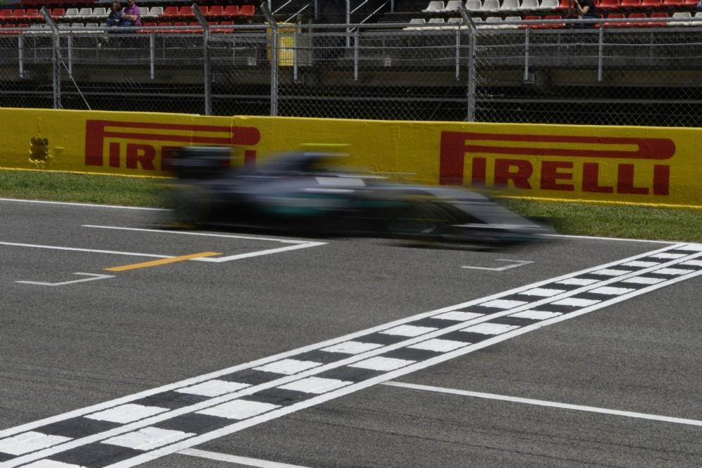 La Mercedes taglia il traguardo di Barcellona