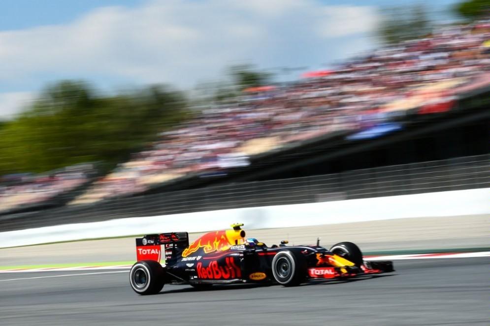 Max Verstappen in pista a Barcellona