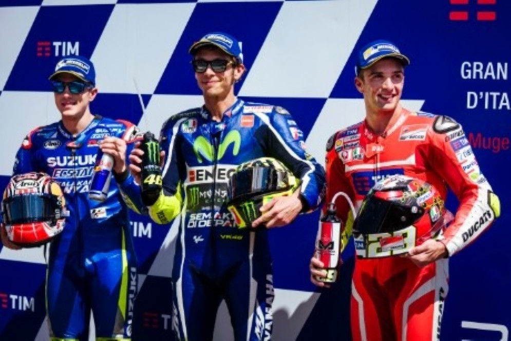 Andrea Iannone con Valentino Rossi e Maverick Vinales in prima fila