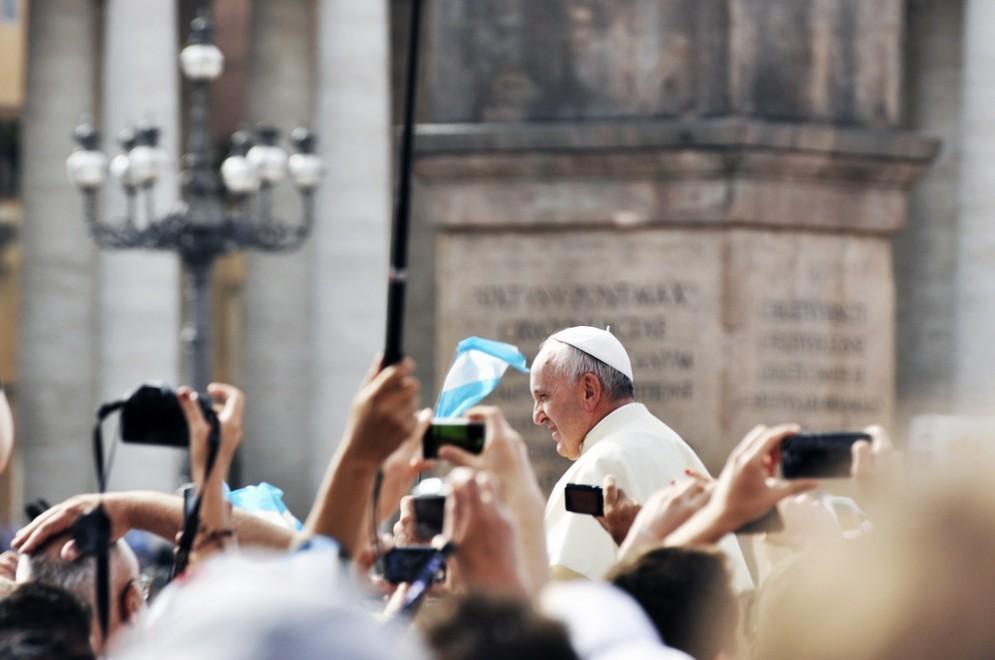 Fai domande al papa su Internet