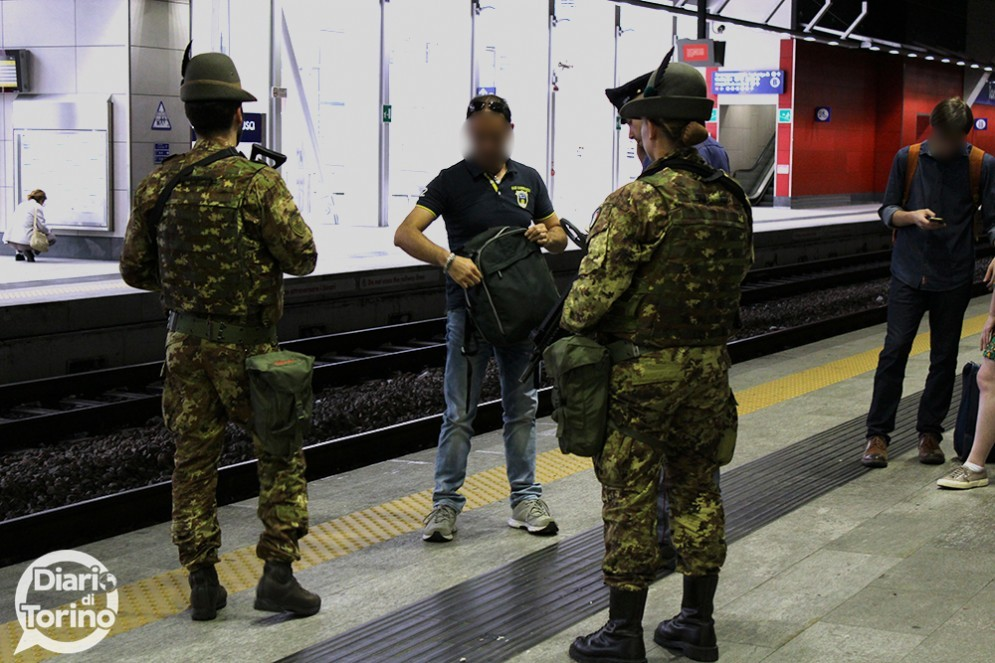 Pericolo terrorismo l esercito presidier le stazioni di - Collegamento torino porta nuova aeroporto caselle ...