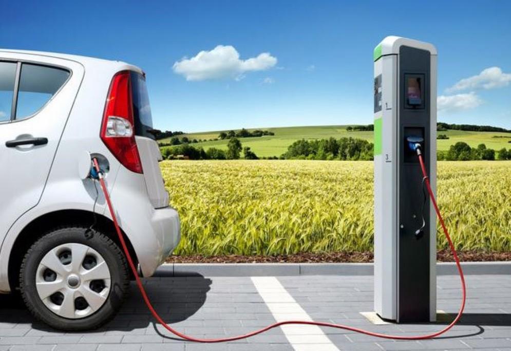 Una delle stazioni per la ricarica delle auto elettriche