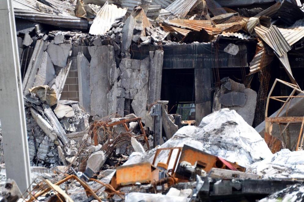 Le pareti sventrate, l'esplosione è stata fortissima