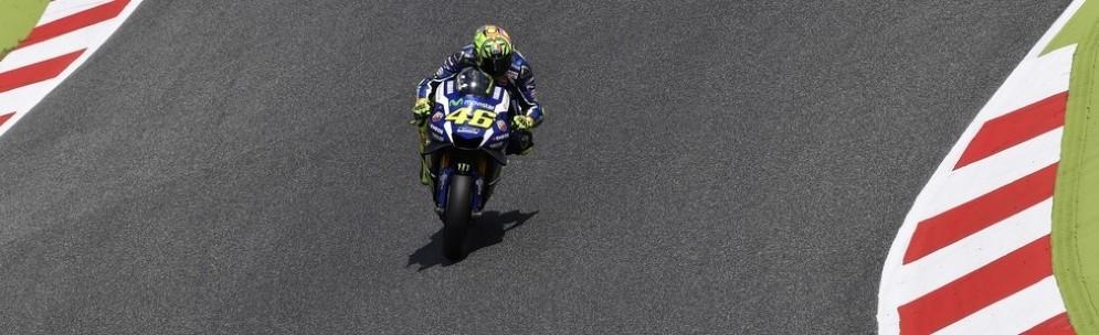 Valentino Rossi in azione nei test di Barcellona