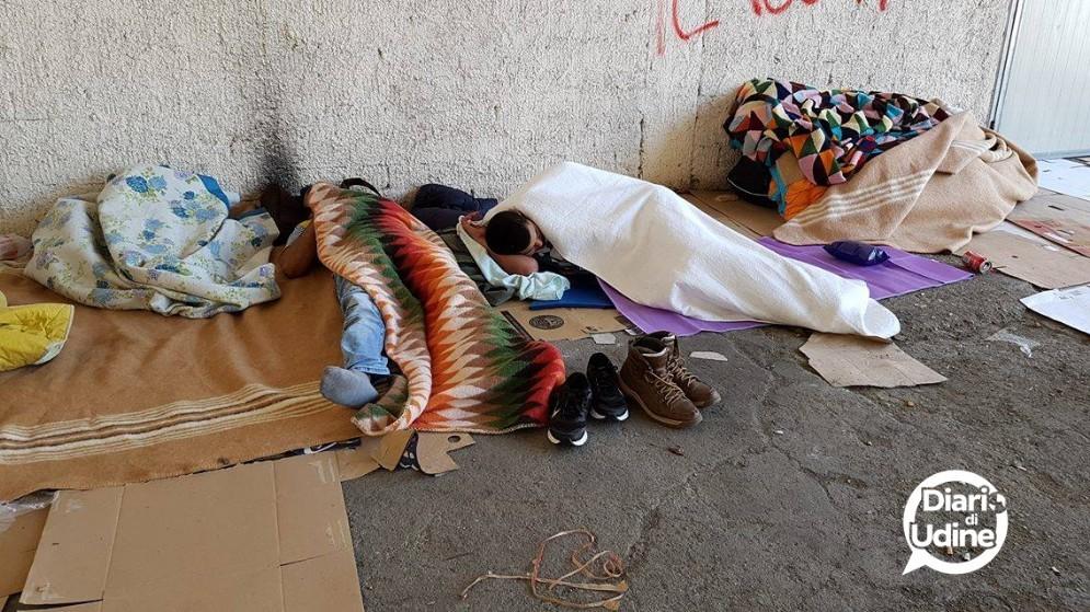 Migranti accampati a Udine (© Diario di Udine)