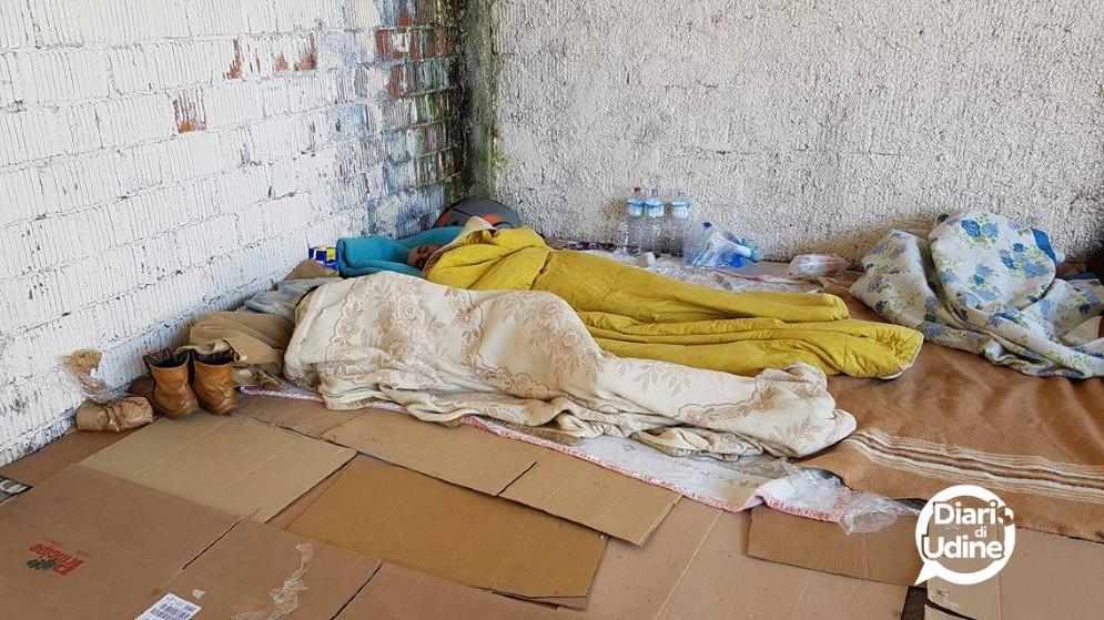 Migranti accampati a Udine