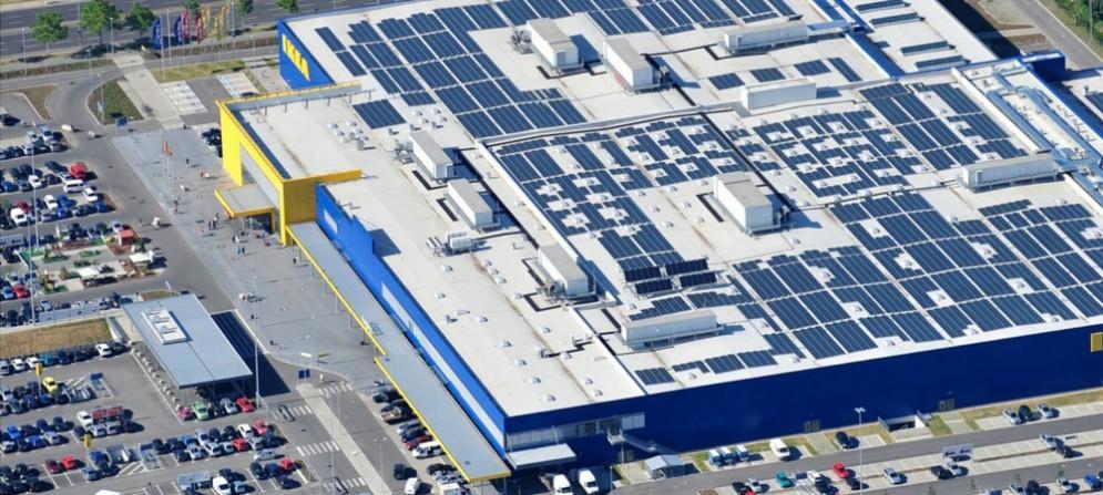 Ikea di Villesse: vista aerea dei 5.618 pannelli dell'impianto fotovoltaico