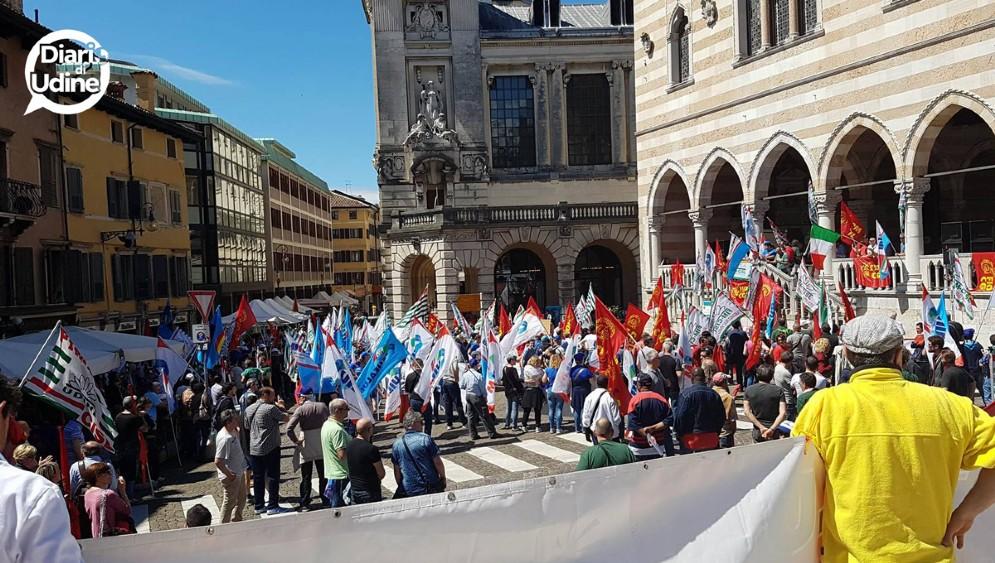 I manifestanti nel centro di Udine
