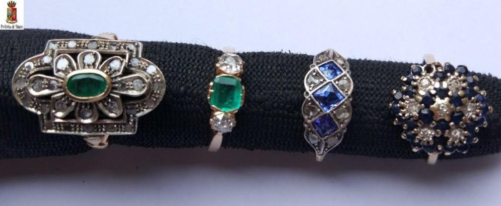 Ritrovati gioelli e orologi della banca svaligiata (© Polizia di Stato)