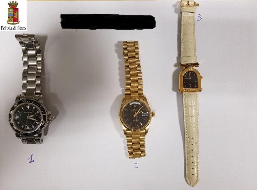 Ritrovati gioelli e orologi della banca svaligiata