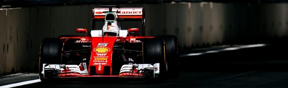 Sebastian Vettel in azione sul circuito azero