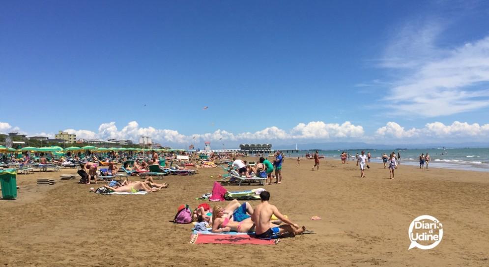La spiaggia di Lignano affollata (© Diario di Udine)