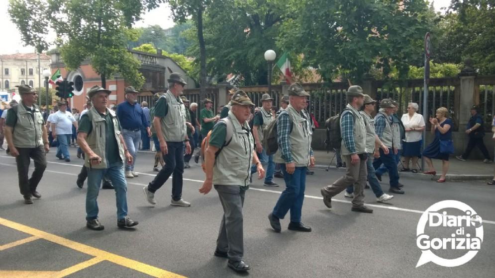 Gorizia, via Roma. Tantissimi gli alpini che hanno preso parte al raduno