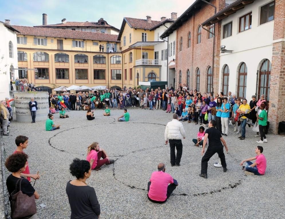 Una delle performance collettive di Arte al Centro