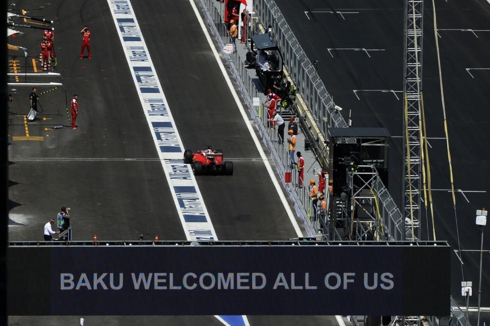 La Ferrari in corsia dei box a Baku