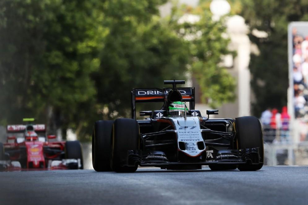 Sergio Perez in pista dopo il sorpasso su Raikkonen