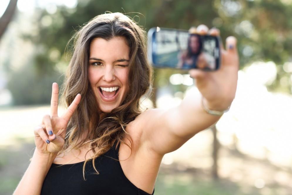 I selfie fanno venire le rughe