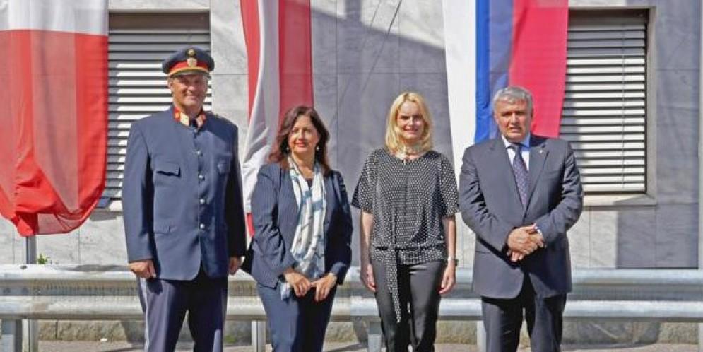 Il questore di Udine insieme ai dirigenti carnicini