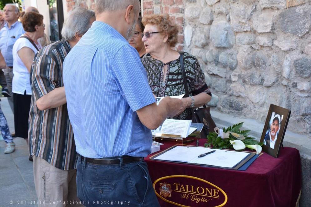 Non solo personalità, anche tanti cittadini comuni al funerale di Gianfranco Bianco