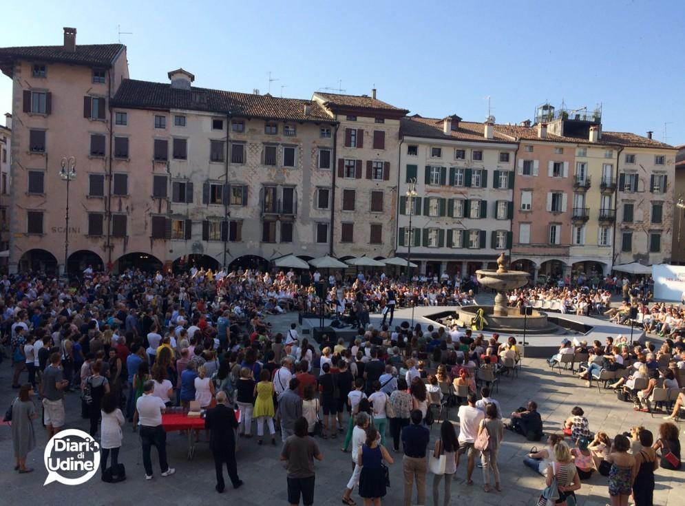 Il 'concerto del risveglio' in piazza San Giacomo (© Diario di Udine)