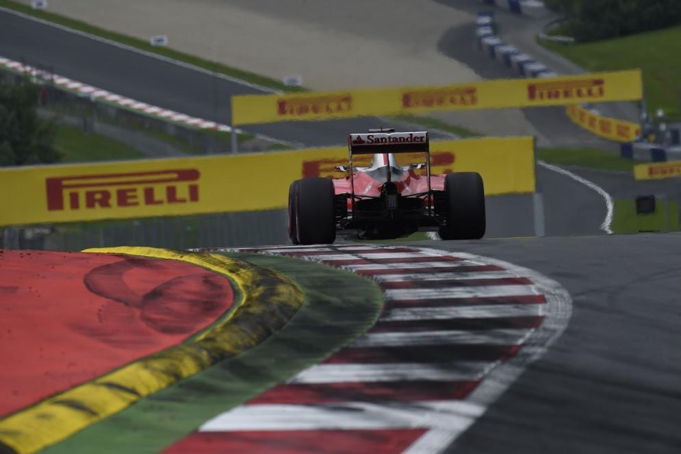 La Ferrari in pista durante le qualifiche