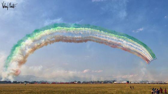Un arcobaleno... tricolore, grazie Frecce è stato bellissimo