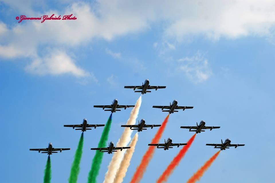 In formazione perfetta, le Frecce Tricolori