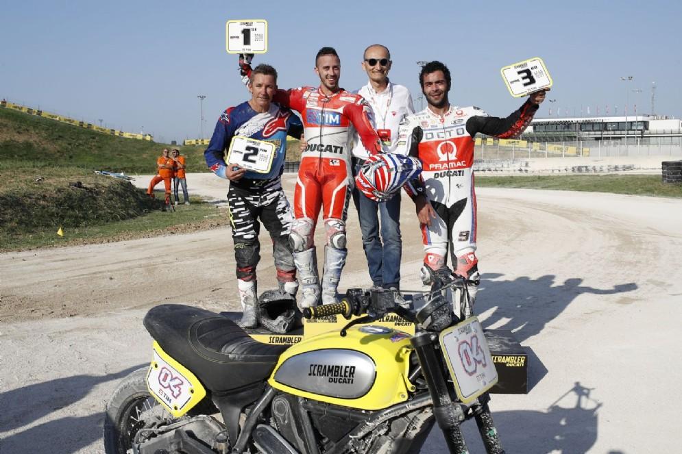 Il podio della gara di flat track: Andrea Dovizioso, Troy Bayliss e Danilo Petrucci