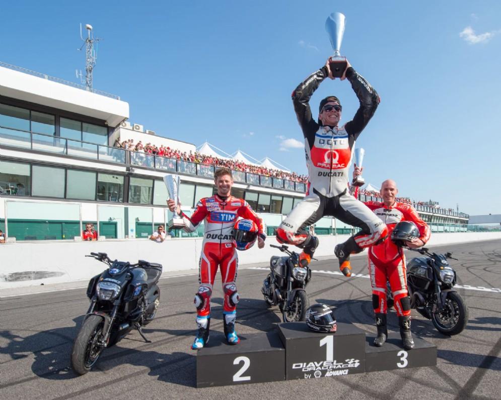 Il podio della Diavel drag race, vinta da Scott Redding
