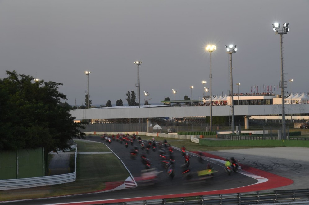 La parata delle Ducati in pista