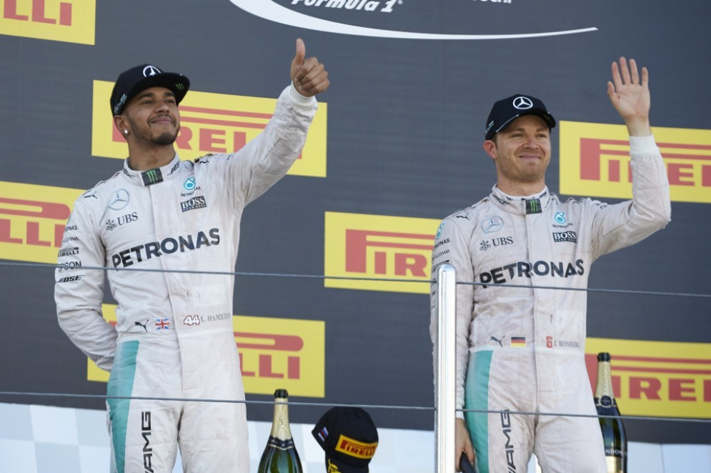 Lewis Hamilton e Nico Rosberg sul podio