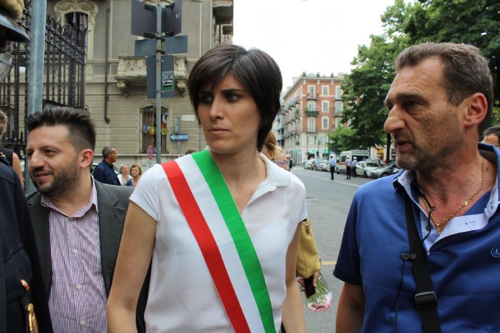 Il sindaco Chiara Appendino arriva alla parrocchia Gesù Nazareno