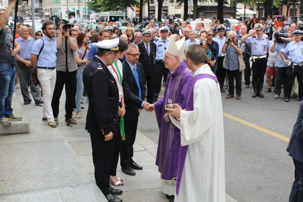 L'Arcivescovo Cesare Nosiglia saluta Chiara Appendino