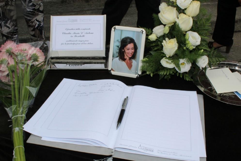 Parenti, amici e tanti torinesi presenti al funerale di Claudia D'Antona