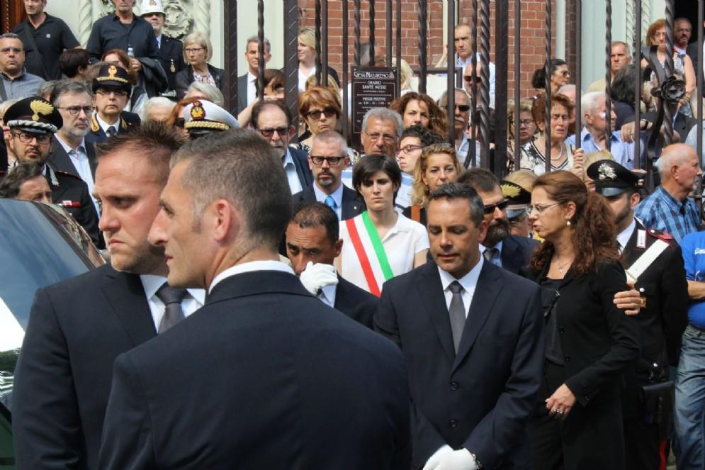 Chiara Appendino, visibilmente scossa dalla tragedia di Claudia D'Antona
