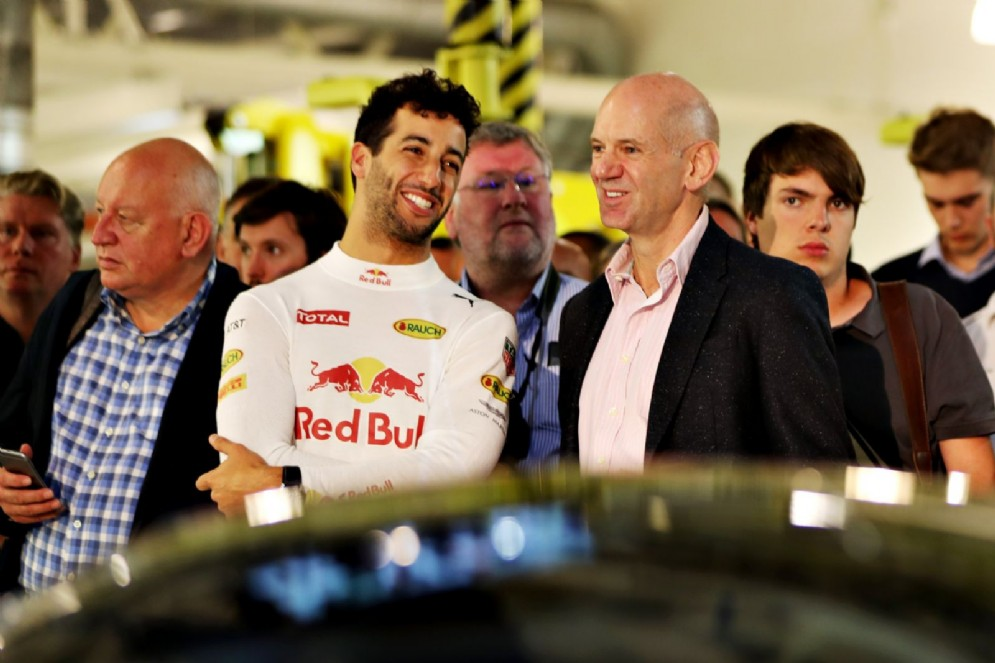 Daniel Ricciardo con Adrian Newey
