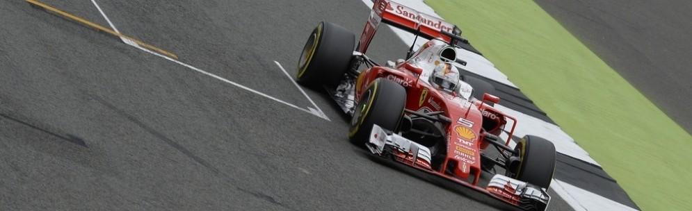 Sebastian Vettel taglia il traguardo a Silverstone
